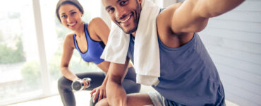 couple-takes-selfie-during-workout
